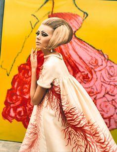 Tem exposição fashionista com data marcada em ares europeus.     Interessou? Vem saber mais detalhes no blog!