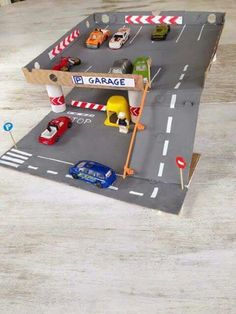 Pizza box toy garage - Easy to make for hours of imaginative play Projects For Kids, Diy For Kids, Diy And Crafts, Crafts For Kids, Craft Projects, Paper Crafts, Cardboard Toys, Ideias Diy, Diy Toys