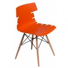 Krzesło Techno DSW łączy w sobie klasykę z designem. Wykonane z polipropylenu siedzisko w połączeniu z drewnianą podstawą sprawdzi się w wielu miejscach codziennego użytku takich jak jadalnia czy salon. Krzesło to również idealnie wkomponuje się we wnętrze kawiarni czy restauracji nadając mu wyjątkowego wyglądu.