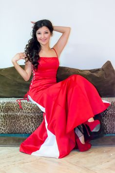 https://flic.kr/s/aHsk77oT9W   Night red dress   Photo shoot before the holidays  Model : Jenni Hol Location : Academia Cervantes