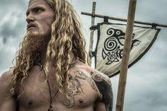 Viking men were proud of their long hair. I wish more men had long hair lol Thor, Viking Aesthetic, Viking Series, Viking Men, Full Beard, Norse Vikings, Old Norse, My Hairstyle, Beard Styles
