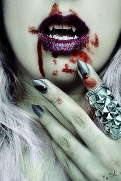 halloween - vampire nail art