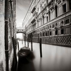 Ponte dei Sospiri, Venice, Italy, 2013 (b/w photo) / Photo © Ronny Behnert / Bridgeman Images