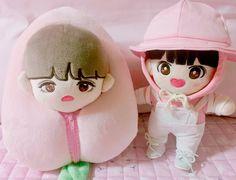 뷔빔면 (@jonna_ssibarram) | Twitter Kpop Diy, Kpop Merch, K Idol, Diy Doll, Cute Dolls, Plush Dolls, Plushies, Little Boys, Baby Dolls