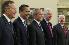 COLLEGE STATION - Všetkých päť žijúcich bývalých amerických prezidentov sa v sobotu stretlo v texaskom meste College Station na koncerte pre obete najnovších ničivých hurikánov, ktoré zasiahli Texas, Floridu, Portoriko a Americké Panenské ostrovy. Na jednom pódiu sa tak objavili demokrati Barack Obama, Bill Clinton a Jimmy Carter spolu s republikánmi Georgeom Bushom starším a Georgeom Bushom mladším.