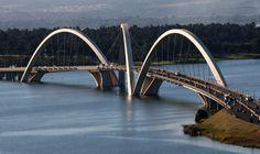 The Juscelino Kubitschek Bridge is one of the many fascinating pieces of modern architecture in Brasília, Brazil. Coronado Bridge, Bridge Wallpaper, Cable Stayed Bridge, Lake Pontchartrain, New River Gorge, Famous Bridges, Bridge Design, Victoria Falls, Suspension Bridge