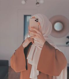 Teen Fashion Outfits, Modest Fashion, Casual Outfits, Stylish Hijab, Stylish Dp, Sabrina Carpenter Style, Girl Hand Pic, Girl Trends, Islamic Girl