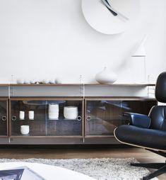 Wall-mounted sectional shelving unit SYSTEM by String Furniture String Regal, String Shelf, String System, Desk Shelves, Interior Inspiration, Entryway Tables, Furniture Design, New Homes, House Design
