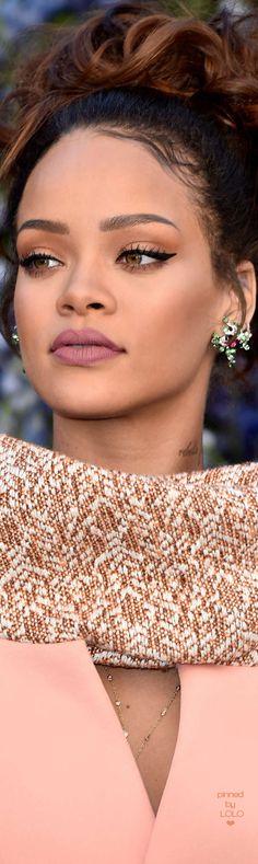 Rihanna attends Dior Fashion Show | LOLO❤︎