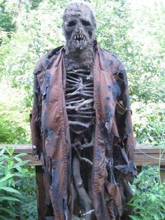 I like the idea of the skin from the face draped over sticks to make a scarecrow or sentinel. Halloween Forum, Halloween Scarecrow, Creepy Halloween, Halloween Skeletons, Outdoor Halloween, Halloween Projects, Holidays Halloween, Halloween Ideas, Happy Halloween