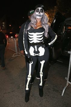 Pin for Later: Seht alle Halloween-Kostüme der Stars La La Anthony als Skelett