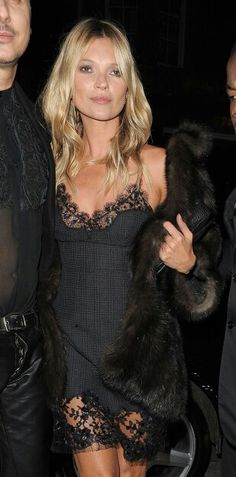 Black is cool La robe nuisette à dentelle so chic With Kate Moss