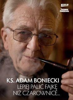 """Okładka książki ks. Adama Bonieckiego """"Lepiej palić fajkę niż czarownice"""""""