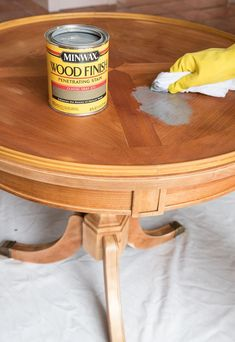 Minwax Classic Gray stain applied on a red oak table - love the final result! Looking for a step by step how-to for refinishing a table? I'm sharing the details of how I brought my beat up end table back to life! Refinishing Kitchen Tables, Refinished Table, Painted Kitchen Tables, Refinished Furniture, Painted Oak Table, Refurbished Dressers, Repainting Furniture, Oak Coffee Table, Oak Dining Table
