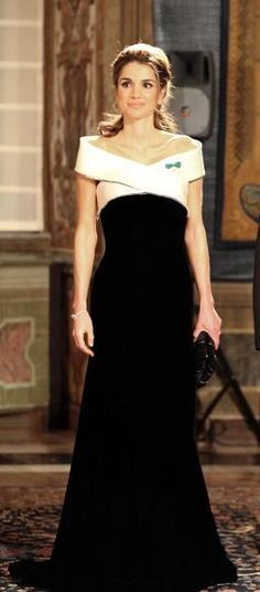 Queen Rania in Armani, she is a trendsetter and very beautiful and regal.