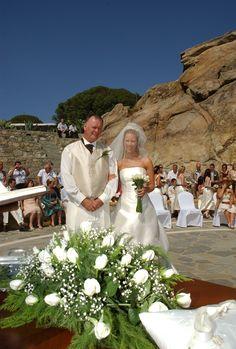 Family photo after the wedding ceremony at the amphitheater - Mykonos Grand Hotel & Resort Mykonos Luxury Hotels, Myconos, Mykonos Island, Outdoor Stone, Luxury Holidays, Social Events, Grand Hotel, Holiday Destinations, Resort Spa