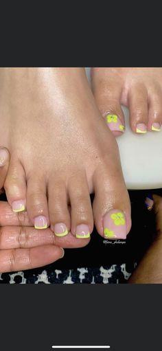 Gel Toe Nails, Short Square Acrylic Nails, Glow Nails, Acrylic Nails Coffin Short, Aycrlic Nails, Best Acrylic Nails, Pretty Toe Nails, Cute Toe Nails, Exotic Nails