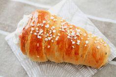 Pienet herkkusuut: Laskiaistötteröt / Tuuttipullat Bread, Food, Brot, Essen, Baking, Meals, Breads, Buns, Yemek