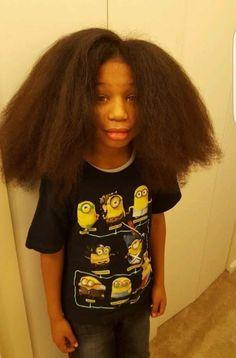 Este pequeño dejó que su pelo creciera por años. Luego lo donó todo a niños con cáncer