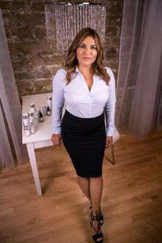 my favorite office and beauty clothes: Foto Curvy Women Fashion, Work Fashion, Womens Fashion, Satin Blouses, White Blouses, Sexy Outfits, Work Outfits, Sexy Blouse, Women Lifestyle