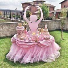 "Kinderparty - Ideen zum Thema ""Ballerina"" - Fresh Ideen für das Interieur, Dekoration und Landschaft Ballerina-party This is a great idea for our next ballerina-party. All the little dancers wil Ballerina Birthday Parties, Princess Birthday, Girl Birthday, Birthday Table, Outdoor Birthday, Pink Princess Party, Birthday Ideas, Ballerina Baby Showers, Ballet Baby Shower"