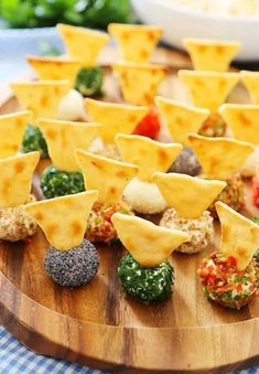 HomelySmart | 20 Yummy Finger Foods That You Won't Stop Eating - HomelySmart Mini Appetizers, Quick And Easy Appetizers, Finger Food Appetizers, Appetizer Recipes, Cheese Appetizers, Canapes Recipes, Gourmet Appetizers, Delicious Appetizers, Finger Foods For Parties