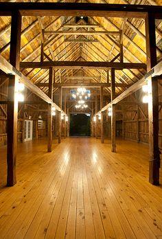 Romantic Wedding Venues in the US - Barn on Walnut Hill  | Photo: Sharyn Peavey