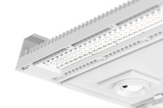 If you are looking for a truly powerful lighting solution, the Arny high-bay luminaire marks the end of your quest. Thanks to its extraordinarily high lumen output, Arny is especially suitable for applications in high-ceilinged spaces. With an IP rating of IP65, and a cover made of PC or a combination of PMMA and safety glass, this luminaire meets the stringent requirements laid down for industrial applications, even in heavily polluted environments.