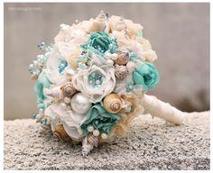 Ramo de novia para boda de playa de conchas. Turquesa y Beige