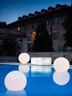 Viyet Style Inspiration | Pool | Summer Decor