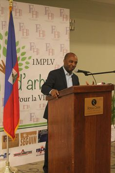 L'ex-ministre de l'Education nationale et de la Formation  professionnelle, Nesmy Manigat, 6 Juin 2016 - Lancement officiel, 1 million d'arbres pour le « Parc La Visite » par Friends of Haiti 2010 et ses partenaires #friendsofhaiti2010 #foh2010 #reforestation #parclavisite #haiti #environnement #planification #anap #mde   #jacmel #sudest #1mplv #parclavisite #1milliondarbres # #EnvironmentDay  #WED   #UNEP #haitireforestation #globalawareness #earth #forest  #greenday #un