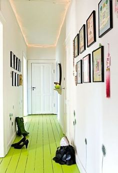 Painted floor- staircase white walls and painted floor with colour photos Interior Exterior, Interior Design, Painted Wood Floors, Wood Flooring, Plywood Floors, Flur Design, Design Design, Cafe Design, Design Files