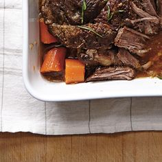 Ricardo's recipe: Braised Beef with Onions Ricardo Recipe, Valeur Nutritive, Braised Beef, Pot Roast, Slow Cooker Recipes, Food And Drink, Tasty, Meals, Ethnic Recipes