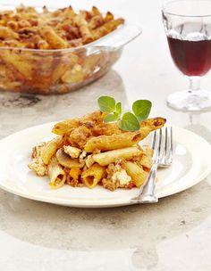 Ovenschotel met pasta en fetakaas Feta Pasta, Veggie Pasta, Penne, Oven Baked, Risotto, Macaroni And Cheese, Foodies, Good Food, Veggies