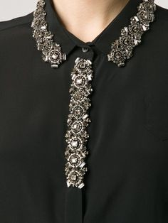 Neck Designs For Suits, Dress Neck Designs, Kurti Neck Designs, Kurta Designs Women, Collar Designs, Blouse Designs, Embroidery Fashion, Embroidery Jewelry, Hand Embroidery Designs