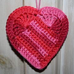 Karin on the hook: Pattern crochet heart Love Crochet, Crochet Motif, Crochet Flowers, Knit Crochet, Crochet Patterns, Freeform Crochet, Crochet Crafts, Crochet Projects, Crochet Tutorials
