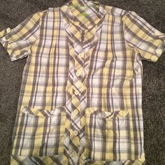 Yellow and grey nursing scrub top. Cute v-neck, buttons up the center and cute button sleeve. Worn once. (Comes with 2 extra buttons). Cute Scrubs, Healing Hands, Scrub Tops, Fashion Tips, Fashion Design, Fashion Trends, Nursing, Men Casual, Plaid