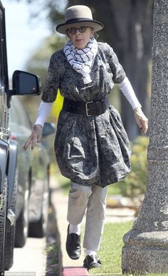 Diane Keaton stopped by a friend¿s house in Pacific Palisades, Los Angeles, wea...