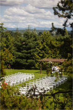 Le Magnifique: a wedding inspiration blog for the stylish bride // www.lemagnifiqueblog.com: French Creek Estates Wedding, Washington by Arlene Chambers Photography