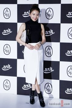 Kim Hee-ae (김희애) - Picture @ HanCinema :: The Korean Movie and Drama Database Korean Actresses, Peplum Dress, Drama, Movie, Queen, Female, Gallery, Pictures, Black