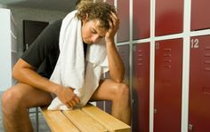 5 Stupid Things You Do in the Locker Room It's a triumphant place—but a dirty, dangerous one, too Fitness Tips, Health Fitness, Male Man, Personal Trainer, Male Models, Lockers, Athlete, Abs, Workout
