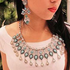 O que seria do look, sem os acessórios? Neste verão, as apostas iram ficar nos maxi colares turquesa!! Invista nesse hit da moda.  #turquesa #maxicolar #maxiacessorios #lecharm #love #look #topdodia #trendy #instafashion #ootd #picoftheday #pretty #summer #stone #stylish #fashionista #hit #glam #bling #moda #welove #photooftheday #shoponline #jewelry #gems #jewelrygram #gem #gypsy #chic #bijoux