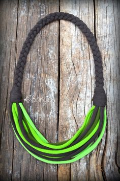Woodland Infinity Multistrand Statement Bib Necklace por Borgica