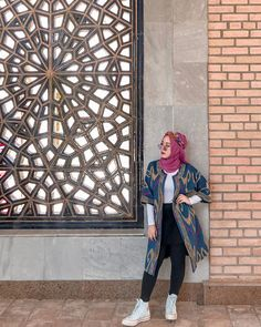 Casual Hijab Outfit, Ootd Hijab, Modest Outfits, Hijab Fashion, Outfit Of The Day, Cool Style, Poses, Womens Fashion, Fashion Design