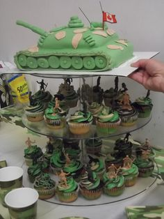 army tank/cupcakes - might try to make these cupcakes for Rico's birthday