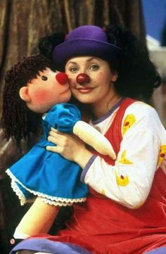 With Lunette and Molly, the clown and her dolly at the big comfy couch. Flippin' loved this show. With Lunette and Molly, the clown and her dolly at the big comfy couch. Flippin' loved this show. Oldies But Goodies, The Big Comfy Couch, Es Der Clown, The Blues Brothers, Back In The 90s, 90s Childhood, 90s Nostalgia, Humor Grafico, Kids Shows