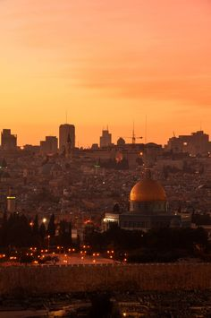 Dome of the Rock Mosque on Jerusalem Evening Originally found on: memonite Dome Of The Rock, Islamic Architecture, Holy Land, Islamic Art, Seattle Skyline, The Good Place, Egypt, Taj Mahal, Beautiful Places