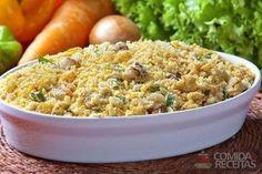 Farofa natalina divina, em Salgados, ingredientes: 200g de cebola, 100g de bacon, Sal a gosto, 200g de abacaxi, 50g de cenoura, 500g de farinha de mandioca, 200g de farinha de milho, 150g de margarina...