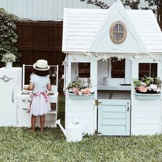 It's a barefoot backyard dinner kind of night ✨ Thanks for sharing this adorable moment, Playhouse Decor, Girls Playhouse, Backyard Playhouse, Build A Playhouse, Playhouse Ideas, Wooden Playhouse, Decoration Bedroom, Decoration Design, Cubby Houses
