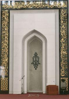 Mihrab, Masjid Al-Hussein, Seremban 2 Contemporary Architecture, Architecture Design, Mosque Architecture, Architectural Sculpture, Beautiful Mosques, Prayer Room, Grand Mosque, Stage Decorations, Islamic Art